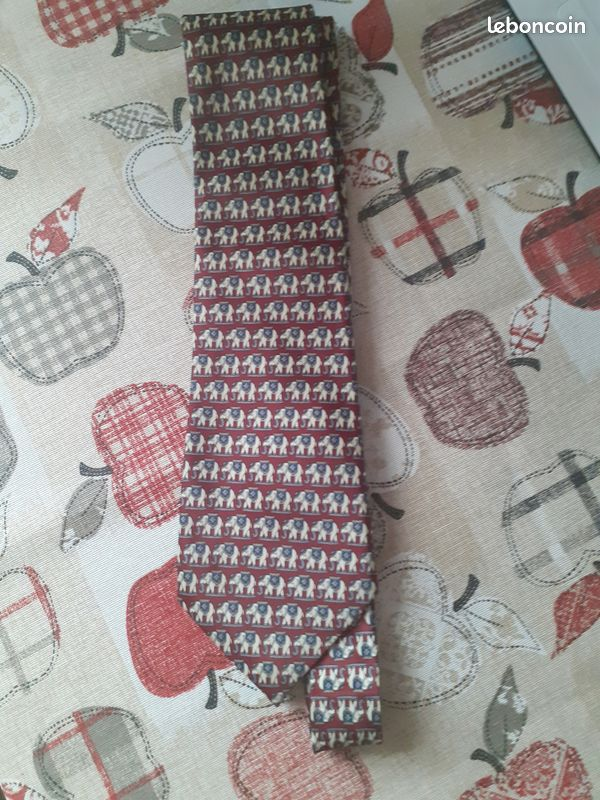 Cravate rené chagal, soie, très bon état
