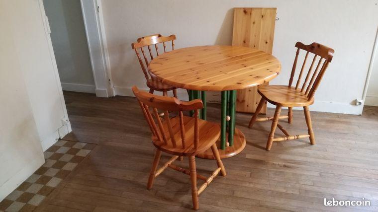 Table et chaises en pin massif
