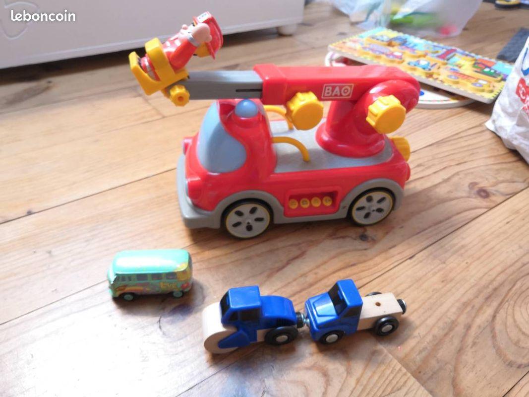 Voiture et camion pompier