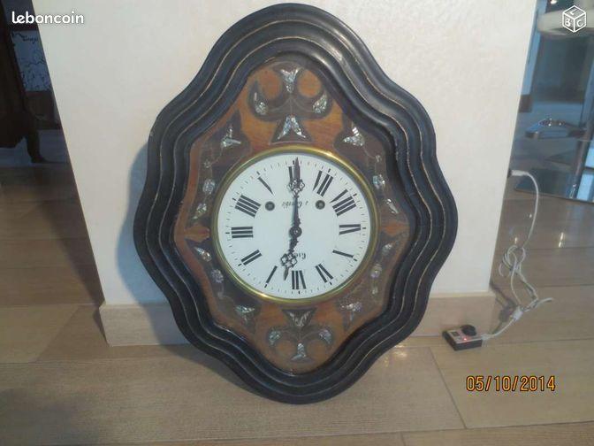 horloge oeil de boeuf antiquaire d coration savoie. Black Bedroom Furniture Sets. Home Design Ideas