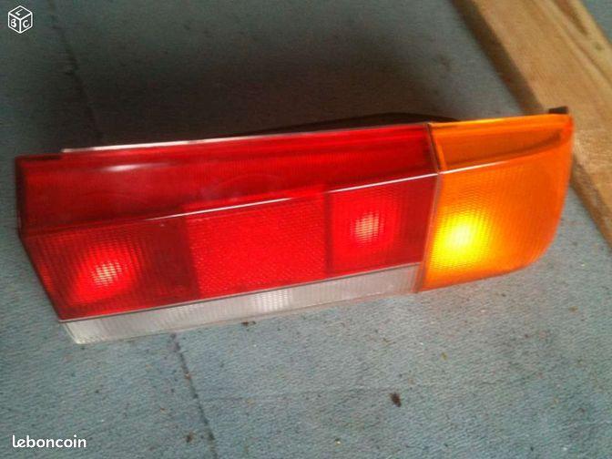 Feux arrière Peugeot 505 - Varzy - Vends Feux arrière droit pour Peugeot 505 modèle Frankani Modele neuf dans sa boite d'origine, jamais utilisé  - Varzy