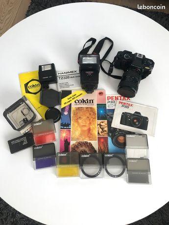 Appareil photo argentique Pentax P30 avec filtres Cokin