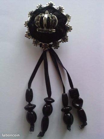 Broche fantaisie perles et métal