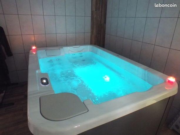 Gîte avec jacuzzi piscine sauna de 130 euros/jour à 445 euros/semaine