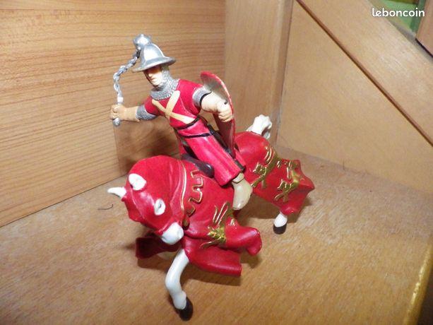 Figurine chevalier 5 - Moissy-Cramayel - remise en main propre ou lettre+3 si ensemble des figurine mondial relais+5  - Moissy-Cramayel