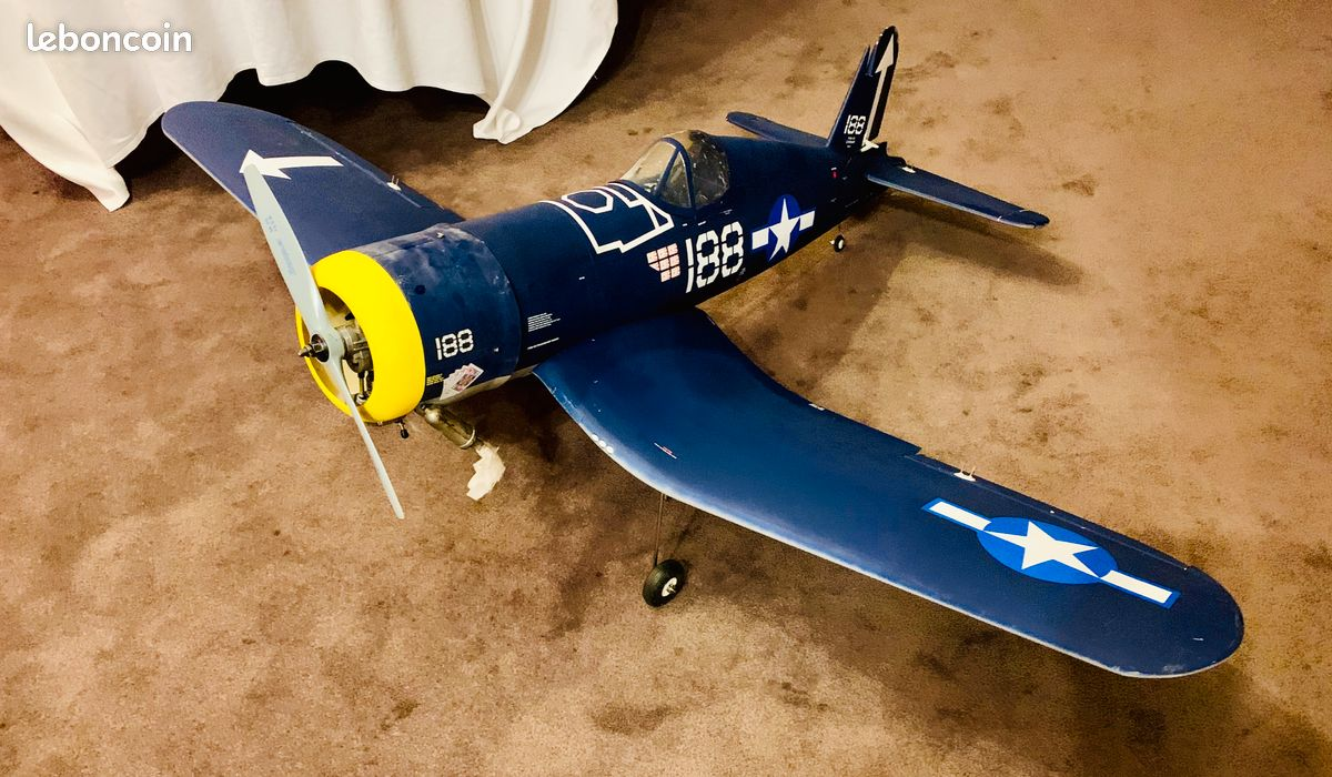 Avion rc corsair