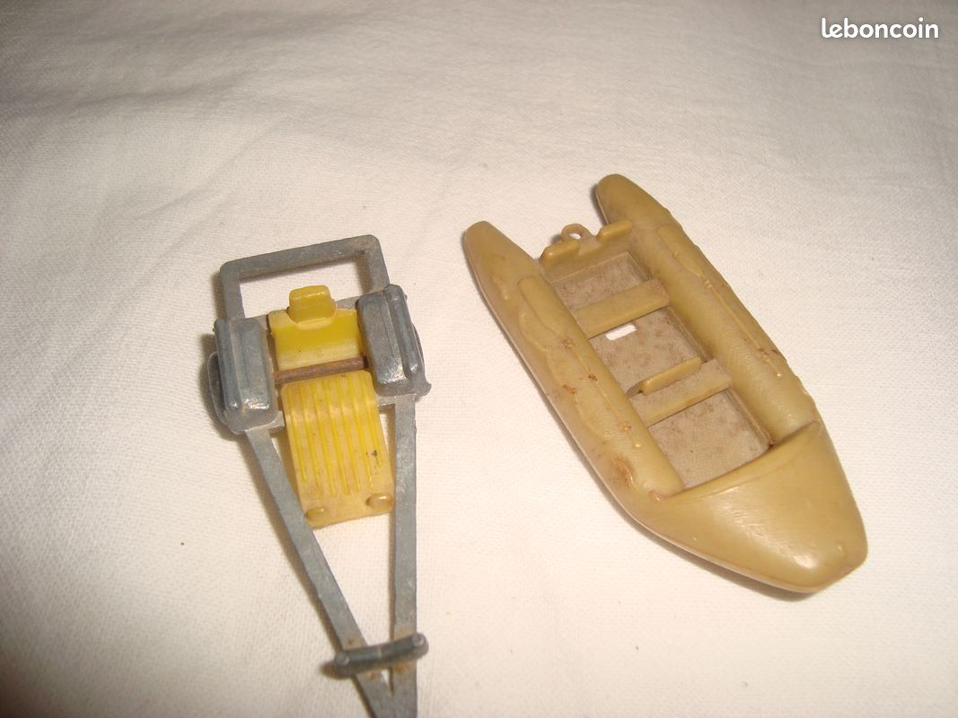 Miniature bateau zodiac et sa remorque