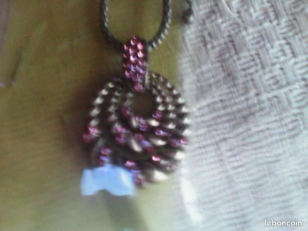Collier pendentif argente pierres violettes