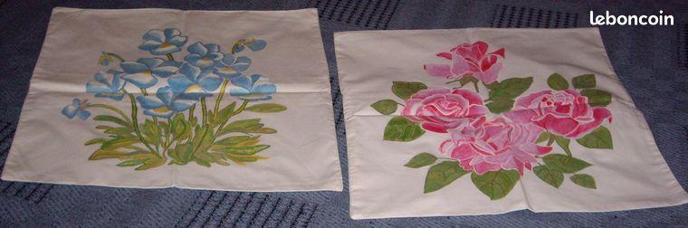 2 housses de coussin peintes à la main NEUF