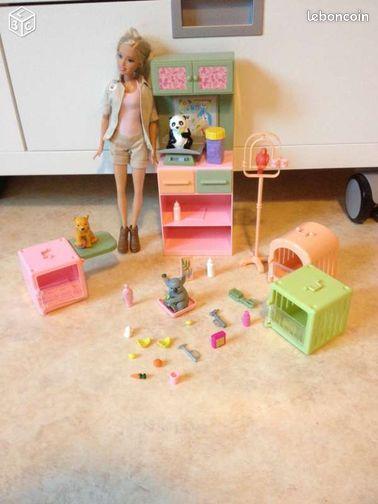 Barbie soigneuse animaux - Tillé - Barbie soigneuse animaux - Mattel Avec une Barbie et de nombreux accessoires Bon état A partir de 3 ans Possibilité de remise en main propre sur le parking de noz à Tillé.  - Tillé