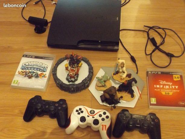 PS3 avec manettes et jeux