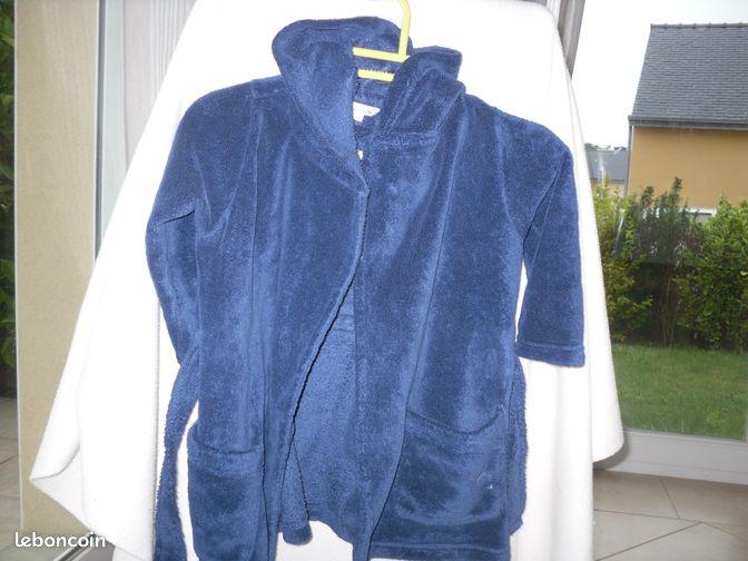 Peignoir/robe de chambre 2 ans - Plouguerneau - Bonjour, a vendre peignoir/robe de chambre 2 ans très bon état prix : 5€ me joindre par téléphone uniquement. Merci  - Plouguerneau