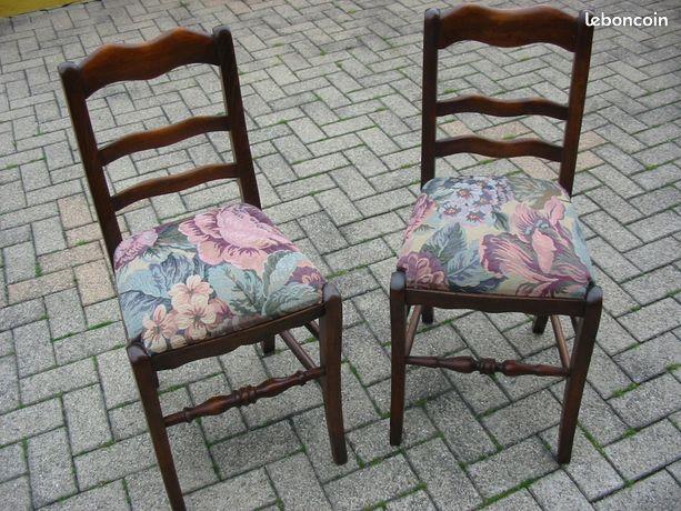 Chaises anciennes capitonnées