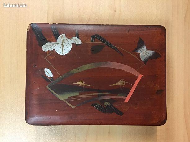 Boite à bijoux ancienne en bois laqué