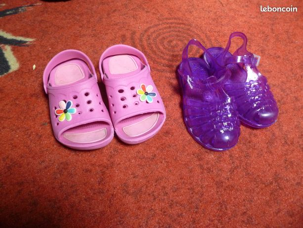 2 paires de chaussures taille 26 et 29
