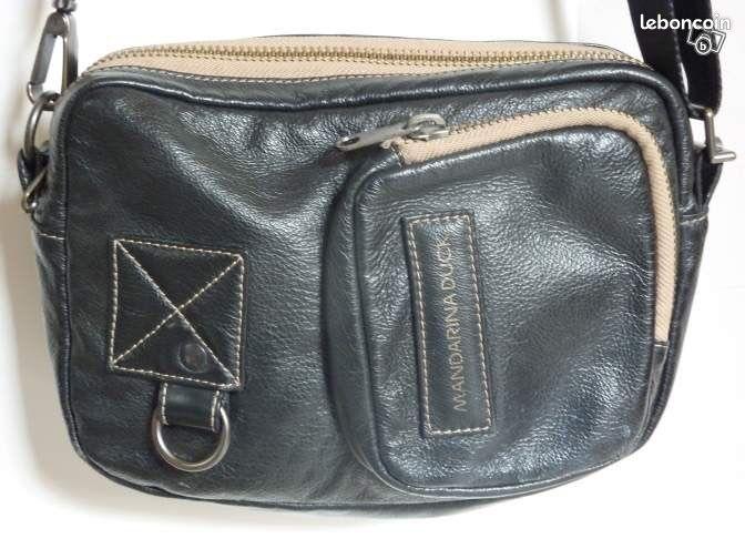 sac mandarina duck cuir noir accessoires bagagerie haute. Black Bedroom Furniture Sets. Home Design Ideas
