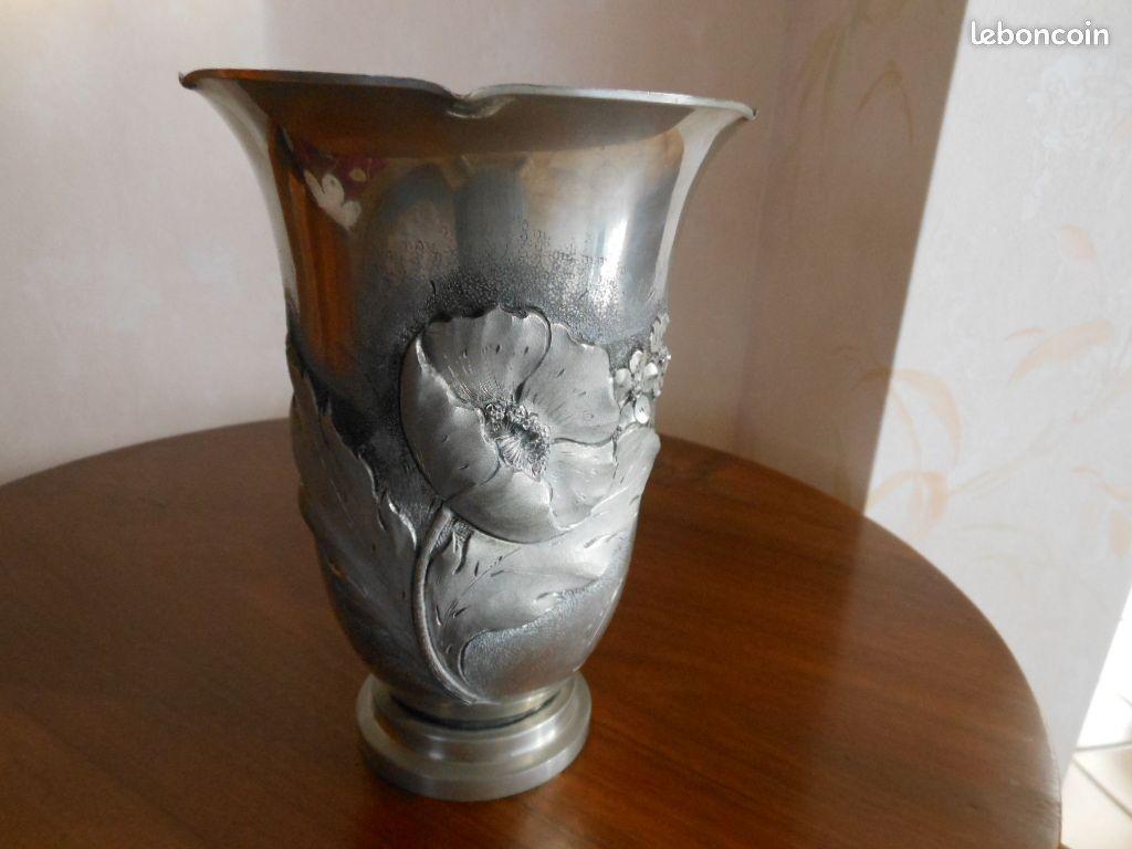 Vase en étain signé rispal