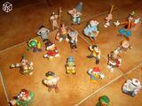 Lot de 31 anciennes figurines plastique diverses
