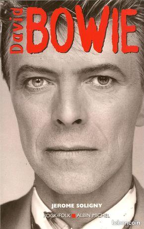David bowie de jérôme soligny/bp77 - Montigny-sur-Loing - David Bowie Jérôme Soligny (Auteur) Paru en janvier 2000 édition rare Tout ce que vous avez toujours voulu savoir sur Bowie, sans jamais oser le demander. Jérôme Soligny, journaliste et spécialiste de Bowie, nous offre un petit  - Montigny-sur-Loing