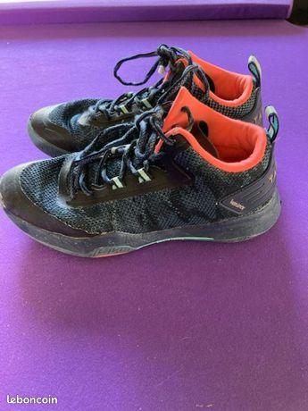 Chaussures pour la pratique du basket pointure 41