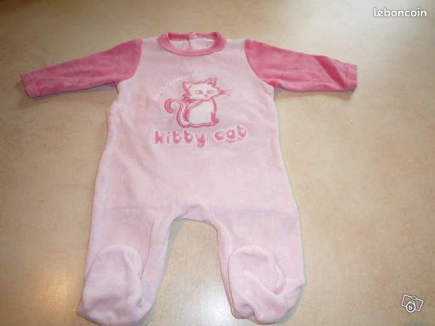 Pyjama rose Kitty cat, 1 mois - 2€ (ref:479678019)