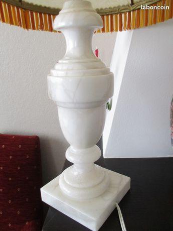 Pied de lampe en albatre
