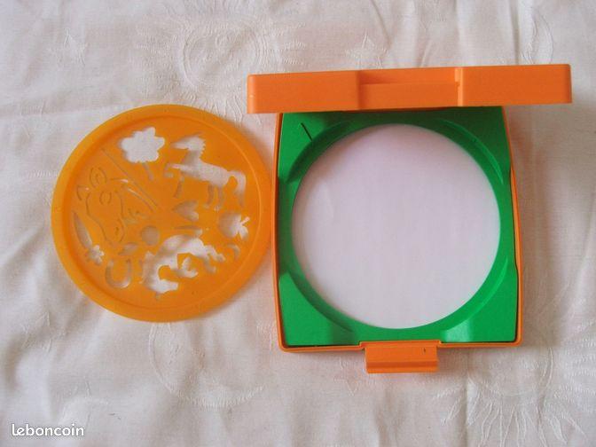 MANDALA designer CHEVAUX - Bron - Coffret de dessin pour créer une infinité de mandal le mini pochoir mandala designer®à utiliser en voyage Il est réalisé par un pochoir rond mobile qui tourne de gauche à droite afin de reproduire sur une feuille de papier des motifs sur un  - Bron