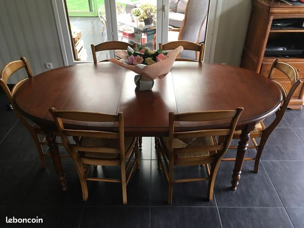 Table et chaises en merisier