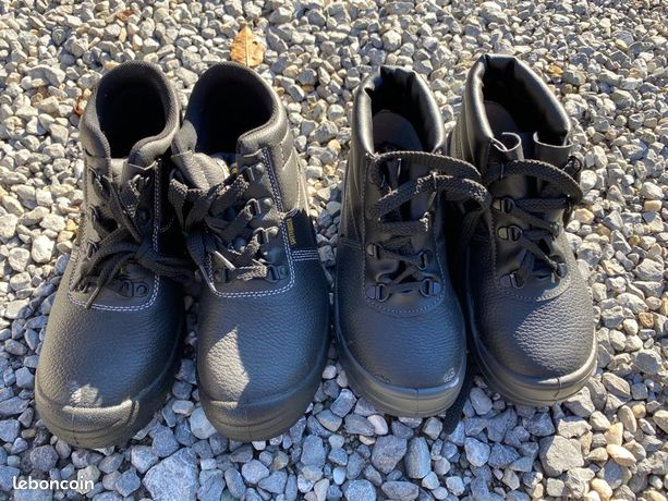 2 paires de chaussures de sécurité neuves