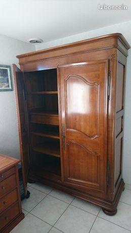 Magnifique armoire merisier massif