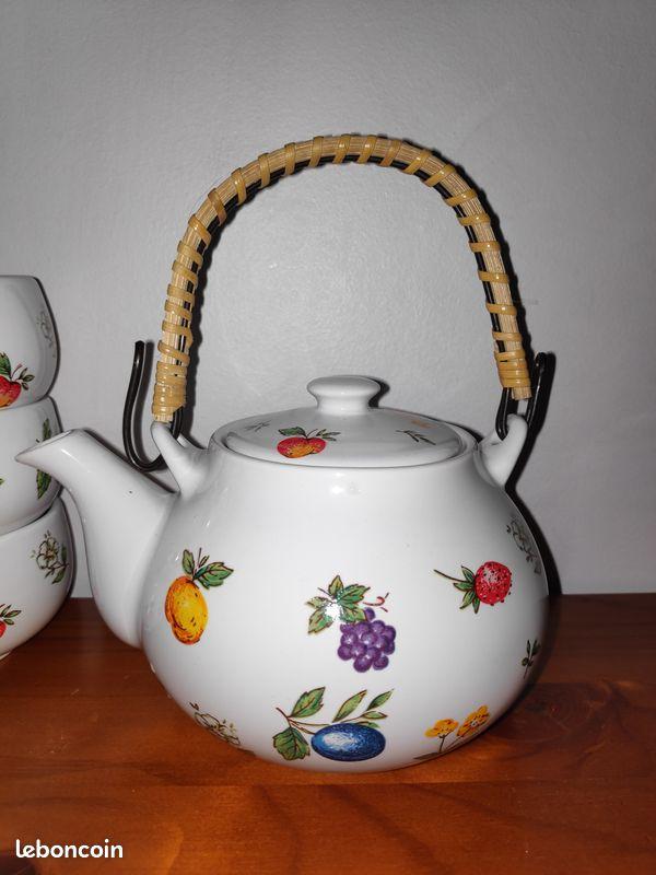 Service à thé à petites fleurs