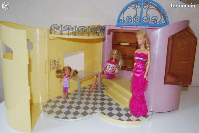 maison de barbie pliable annonces d 39 achats et de ventes. Black Bedroom Furniture Sets. Home Design Ideas