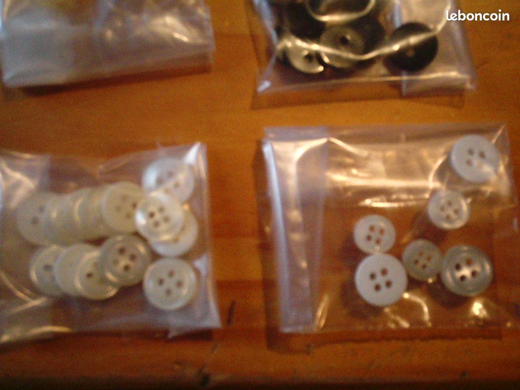 Divers lots de boutons de toutes sortes soso09