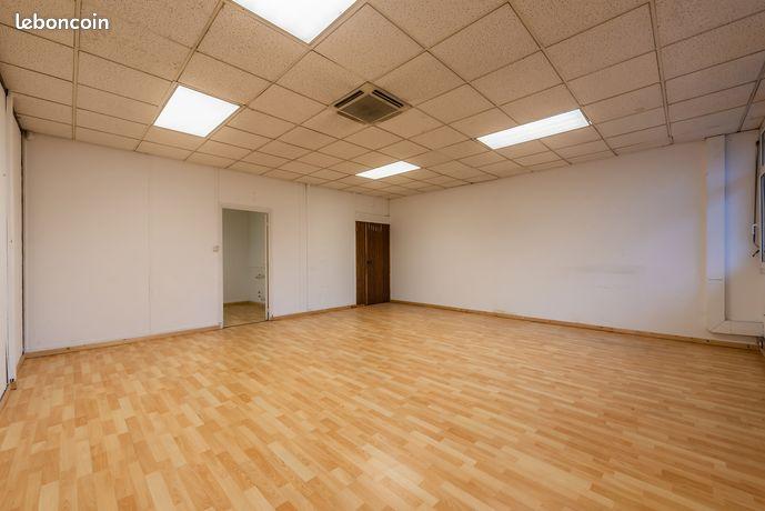 55 m² / 423 euros / Bureau fermé / Site gardienné