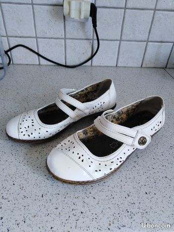 Chaussures blanches plates