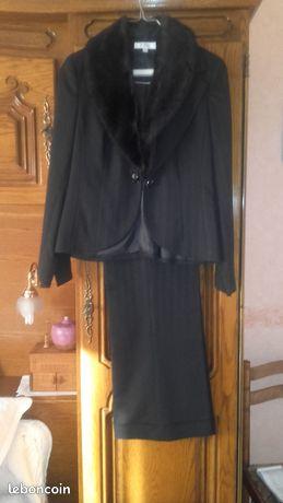 Beau tailleur pantalon marque 123 taille 40