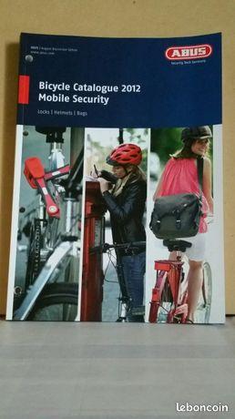 Abus catalogue 2012 / accessoires vélos - (mag7) - Saumur - ABUS (en Anglais) BICYCLE CATALOGUE 2012 MOBILE SECURITY CATALOGUE ACCESSOIRES ABUS CATALOGUE FORMAT 21 cm x 30 cm ÉTAT NEUF (Frais de transport: 8,00€) (POUR VOIR MES AUTRES OBJETS TAPEZ: MAG7)  - Saumur
