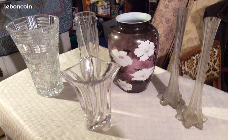 6 vases