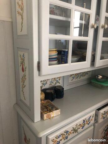 Joli meuble de cuisine peint