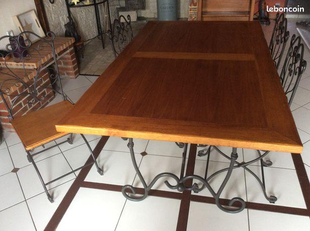 Vend table en bois et fer et 4 chaises