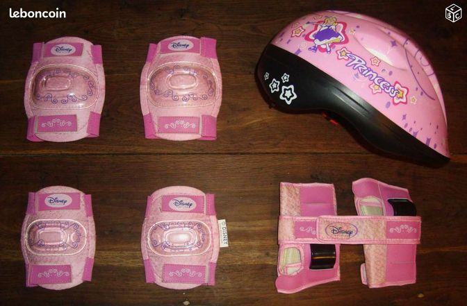 casque avec protections princess disney sports hobbies eure et loir. Black Bedroom Furniture Sets. Home Design Ideas