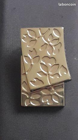 Pendentif plaqué or motifs fleuris