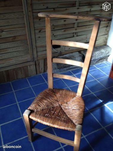 chaise prie dieu ameublement finistre. Black Bedroom Furniture Sets. Home Design Ideas