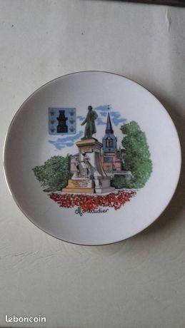 Souvenirs de MONTDIDIER assiette en porcelaine