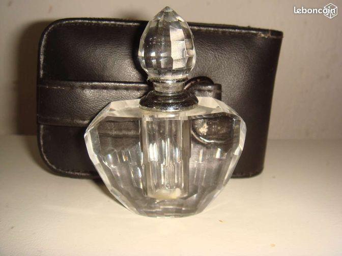 petit flacon de parfum vide en verre collection charente maritime. Black Bedroom Furniture Sets. Home Design Ideas