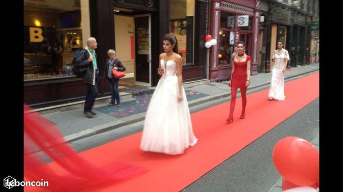 Pas cher salon expo mariage d fil moquette tapis ev nements cher for Moquette rouge salon