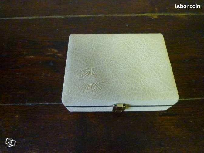petite trousse de toilette femme accessoires bagagerie sa ne et loire. Black Bedroom Furniture Sets. Home Design Ideas