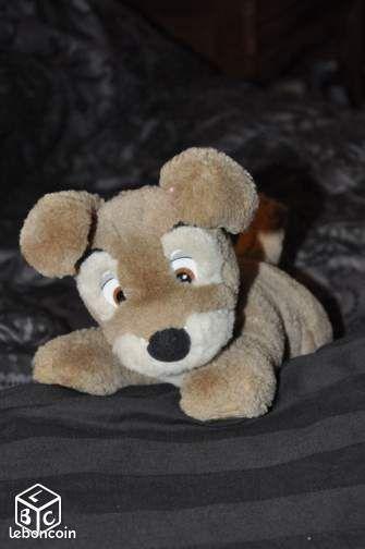 petit chien en peluche avec ventouses jeux jouets dordogne. Black Bedroom Furniture Sets. Home Design Ideas