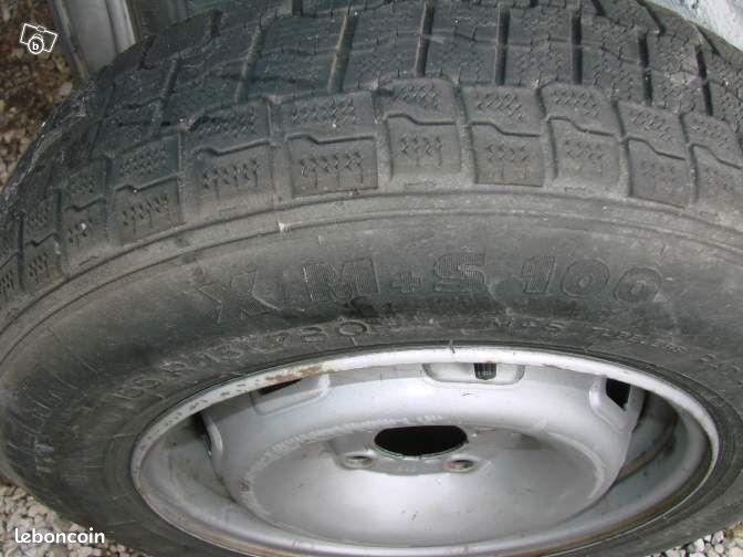 deux pneus thermogomme sur jante renault equipement auto nord. Black Bedroom Furniture Sets. Home Design Ideas