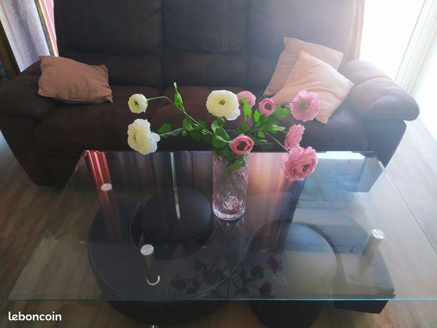 Table basse vitrée avec 2 poufs